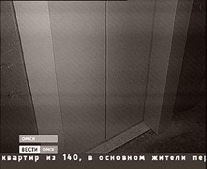 Жители одного из омских домов спорят об оплате за установку нового лифта