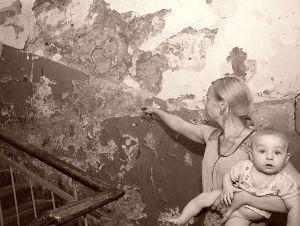 Жители аварийных и ветхих многоэтажек Омска очень ждут, но пока безрезультатно, своего переселения