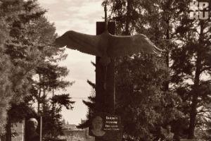 В Омске открыли памятник Александру Вьюхину